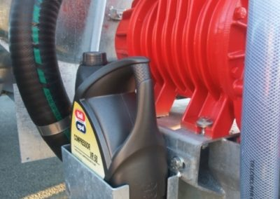 Bidon-de-5L-d-huile-dans-son-support.JPG_imgForFacebox